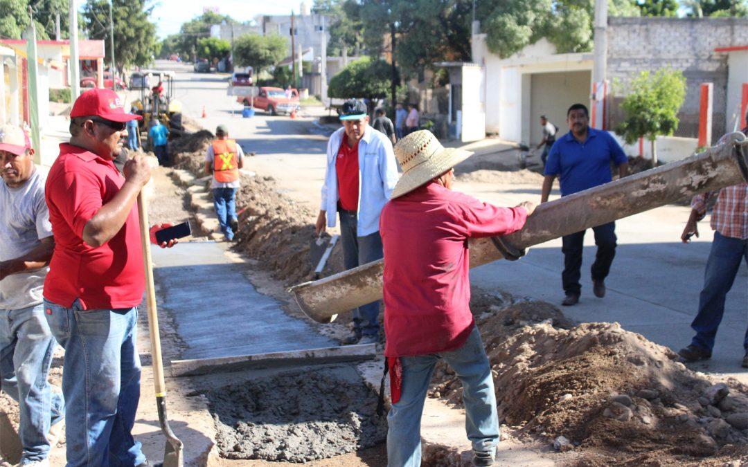Japame y obras públicas realizan trabajos de bacheo en vialidades afectadas por reparaciónes de fugas de agua potable y drenaje sanitario