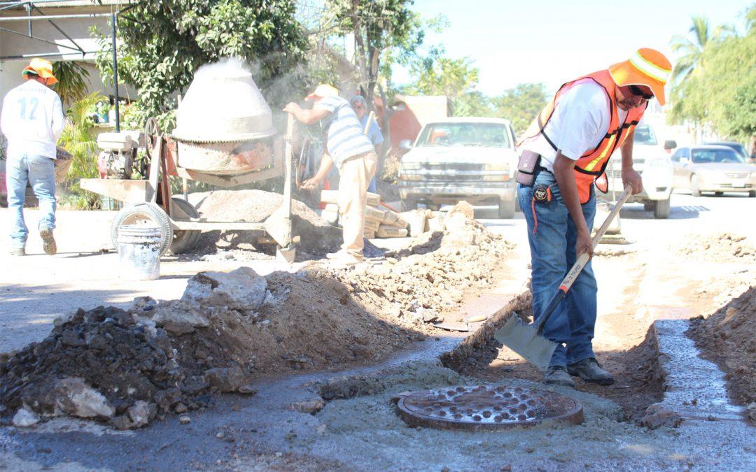 Continúan obras públicas y japame realizando trabajos de bacheo en vialidades afectadas por reparaciónes de fugas de agua potable y drenaje sanitario