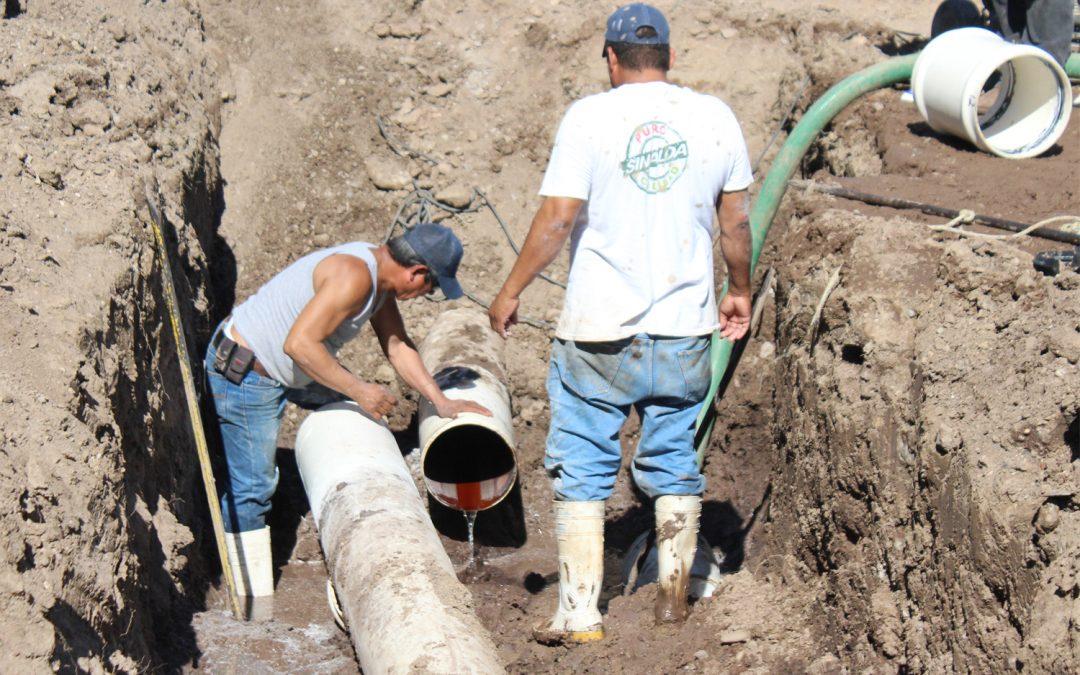 Fugas en líneas de conducción de agua potable dejan sin servicio a diversas colonias de La Cruz