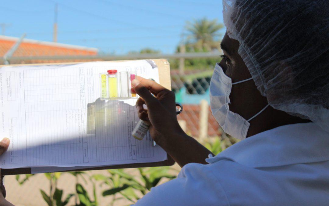 Realiza laboratorio certificado por conagua estudios químicos al agua de Pueblo Nuevo
