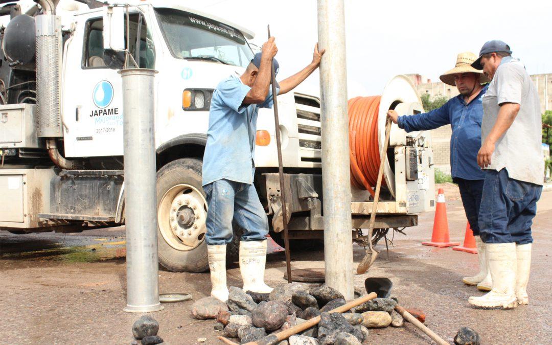 Efectua Japame trabajos en línea de drenaje sanitario colapsada por avenida Sur 18