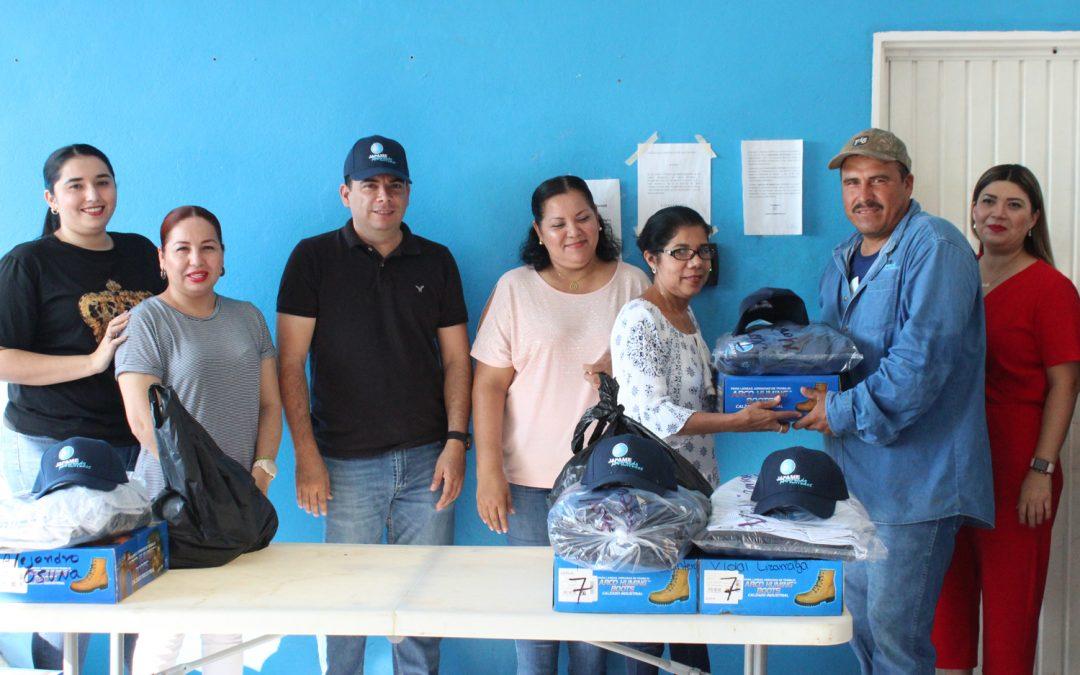 Entregan uniformes a personal del área operativa y comercial de Japame
