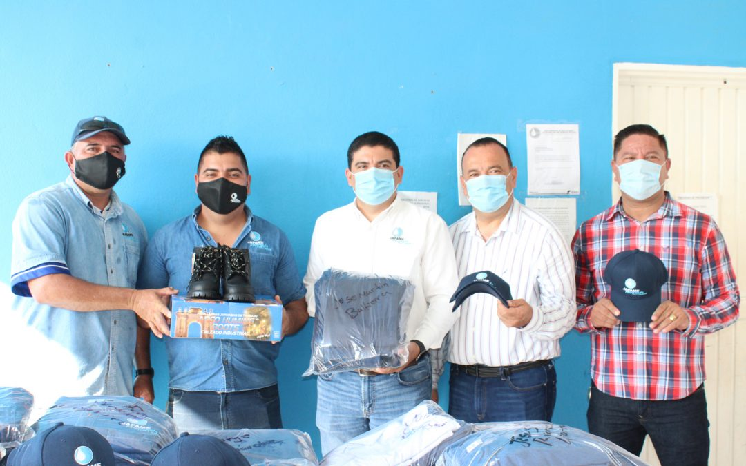 Se entregan uniformes a personal de las áreas operativas y comercial de Japame