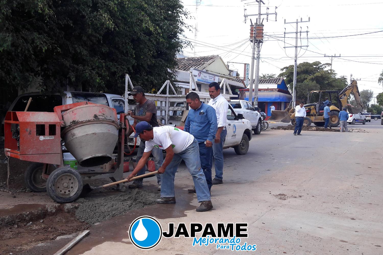REALIZA PERSONAL DE JAPAME TRABAJOS DE BACHEO EN PRIMER CUADRO DE LA CIUDAD