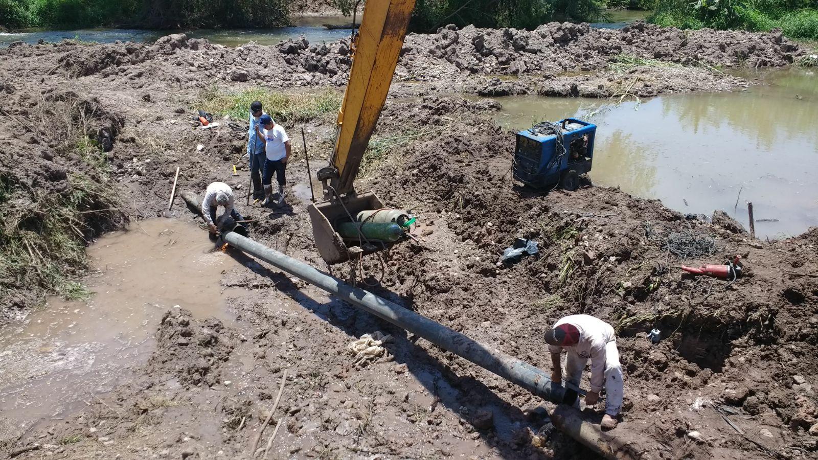 Siguen los trabajos de rehabilitación en linea de agua potable afectada por maquina