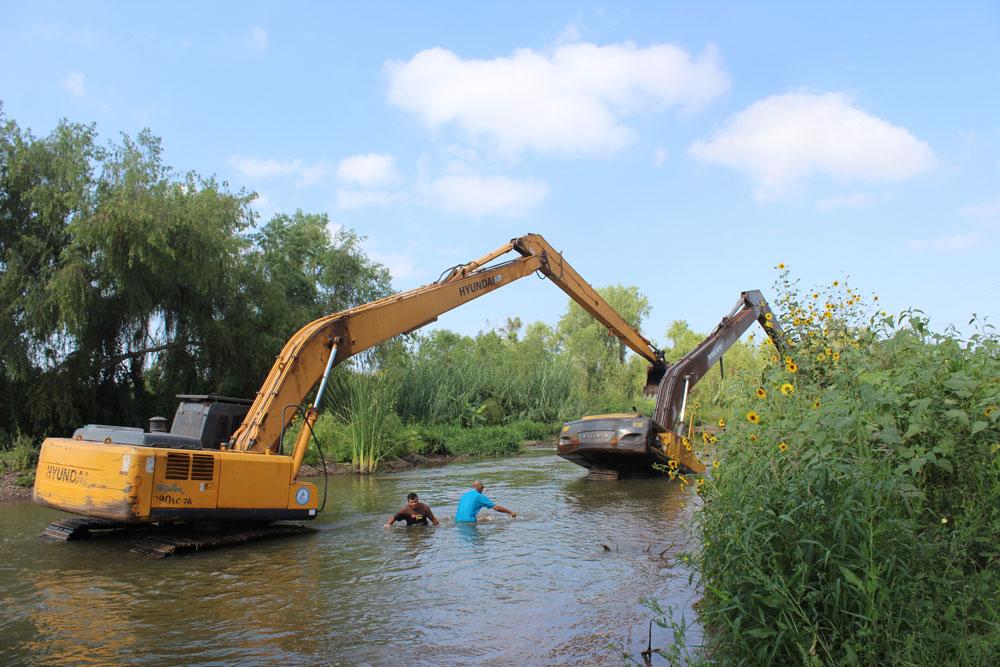 Maquina del modulo de riego revienta linea de conducción de agua potable