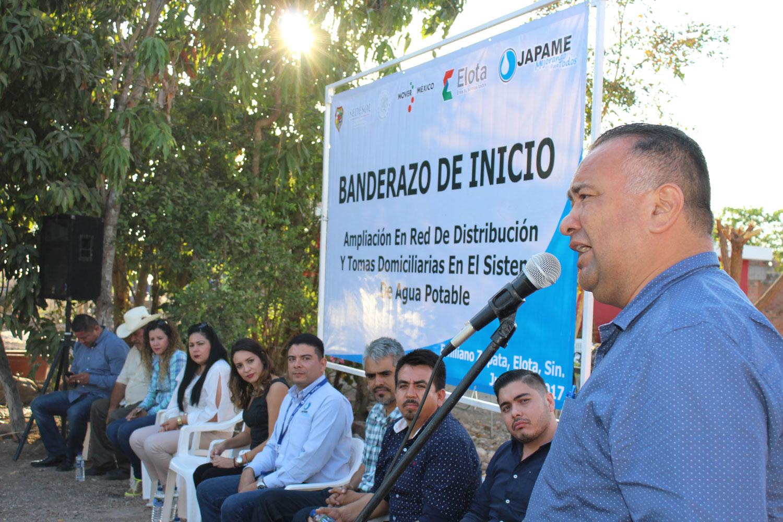 Autoridades municipales dan el banderazo para el inicio de obra de agua potable en Emiliano Zapata