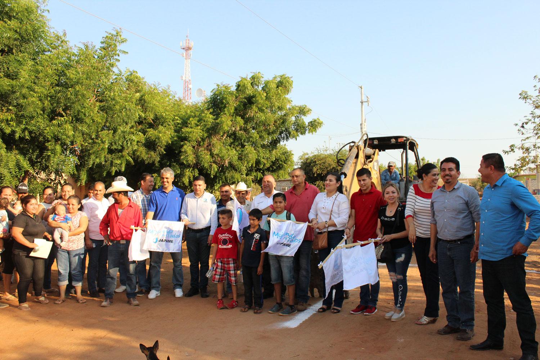 Autoridades municipales dan el banderazo para el inicio de la ampliación en la red de alcantarillado y descargas domiciliarias en El Saladito