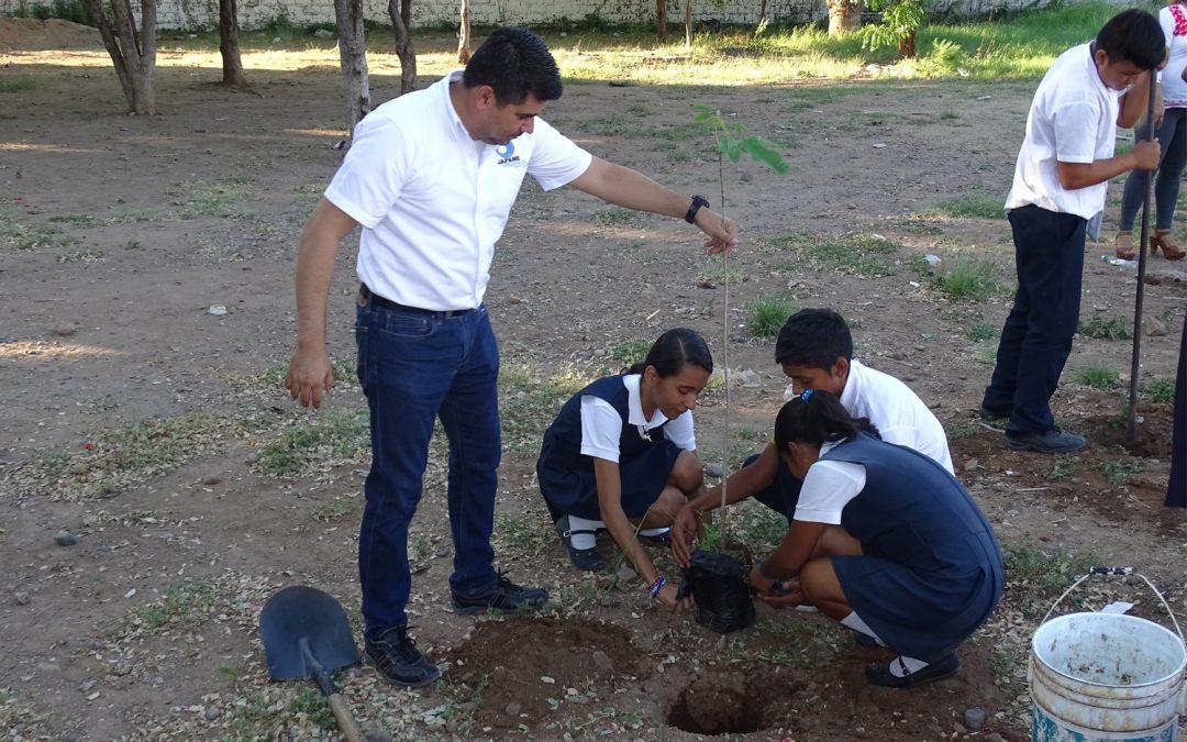 Se realiza jornada de arborización en secundaria María Gertrudis Samble Castro turno vespertino