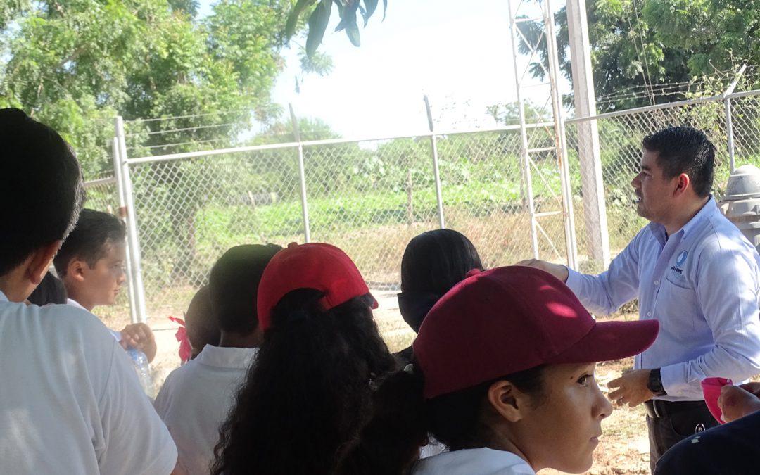 Realizan visita estudiantes de secundaria a equipos de bombeo de agua potable en La Cruz