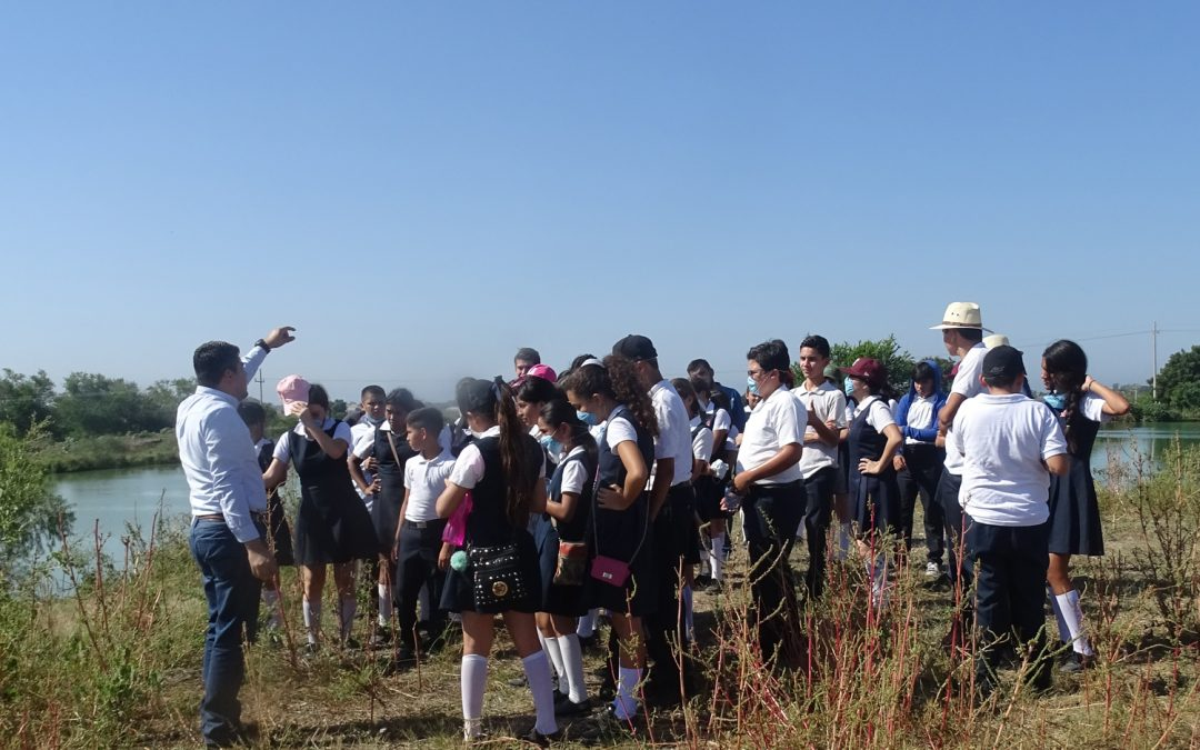 Estudiantes de secundaria visitan laguna de tratamiento de aguas residuales en La Cruz