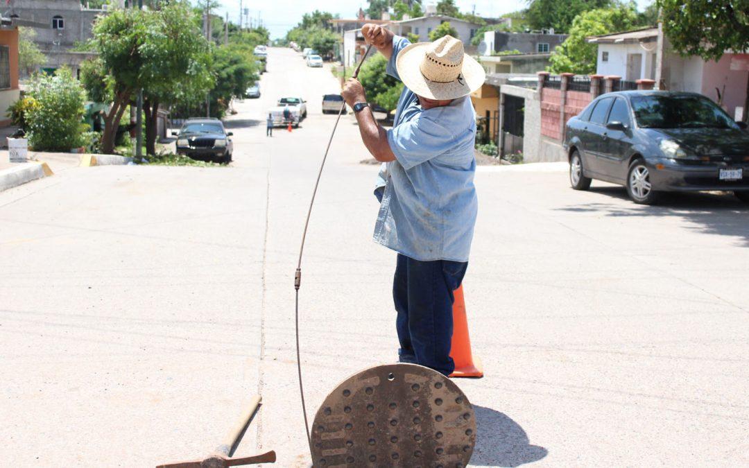Persisten problemas en drenaje sanitario en distintos puntos de La Cruz