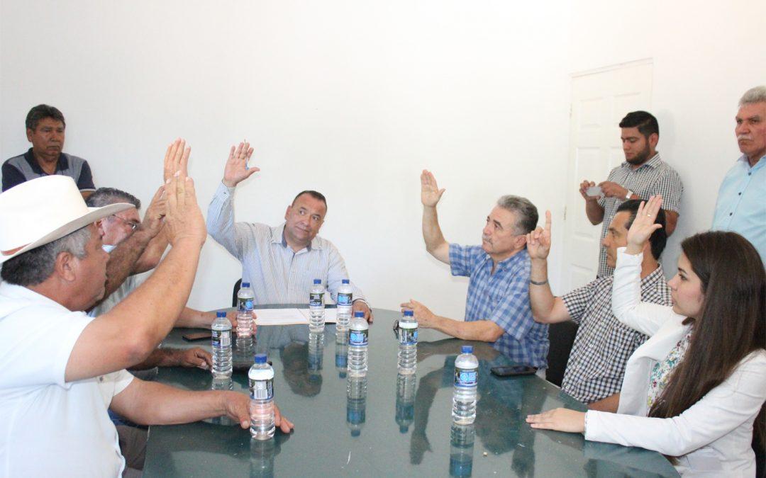 Presidente municipal y consejo directivo nombran a nuevo gerente de JAPAME