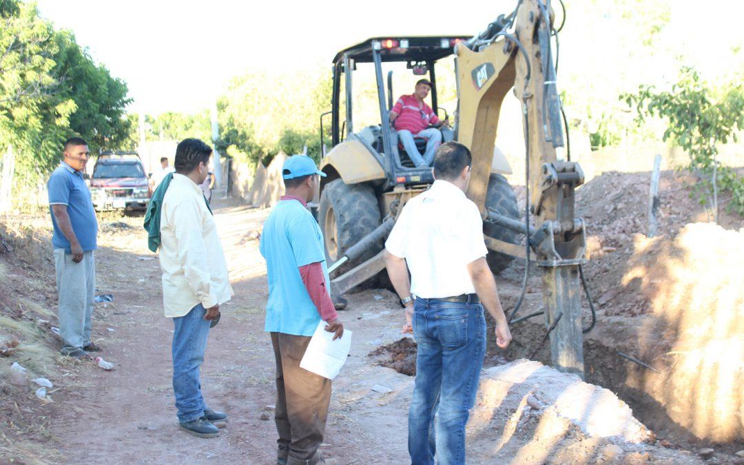 Se reúne personal de Japame con habitantes de bella vista para revisar la situación de la obra de alcantarillado